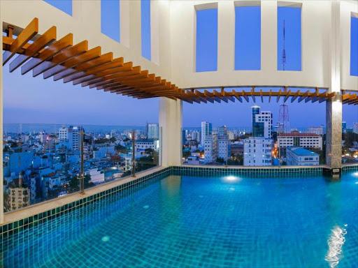 Hồ bơi Khách sạn Mường Thanh Luxury Sài Gòn