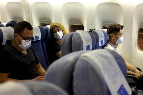 vé máy bay cho chuyên gia nước ngoài đến Việt Nam