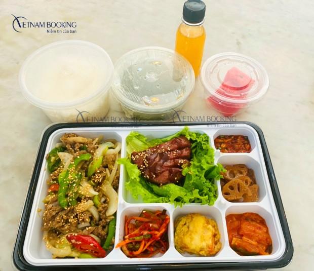 Thực đơn đa dạng món ăn, đầy dinh dưỡng khiến hành khách an tâm khi cách ly